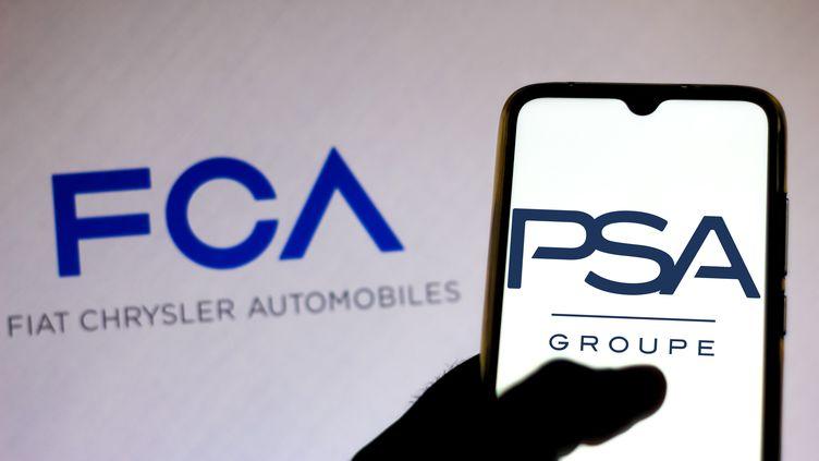 Les logos Fiat-Chjrysler et PSA. (SOPA IMAGES / LIGHTROCKET)