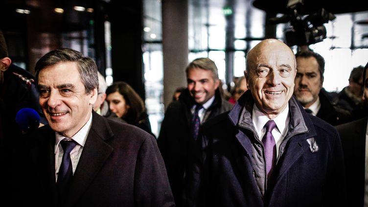 François Fillon et Alain Juppé, lors de la visite de la Cité du vin de Bordeaux (Gironde), le 25 janvier 2017. (MAXPPP)