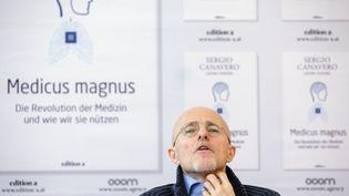 Le neurochirurgien italien Sergio Canavero donne une conférence de presse à Vienne (Autriche), le 17 novembre 2017. (MAXPPP)