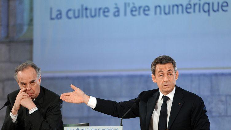 Frédéric Mitterand, ministre de la Culture, et Nicolas Sarkozy, président de la République, le 18 novembre 2011, à Avignon (Vaucluse). (GERARD JULIEN / AFP)