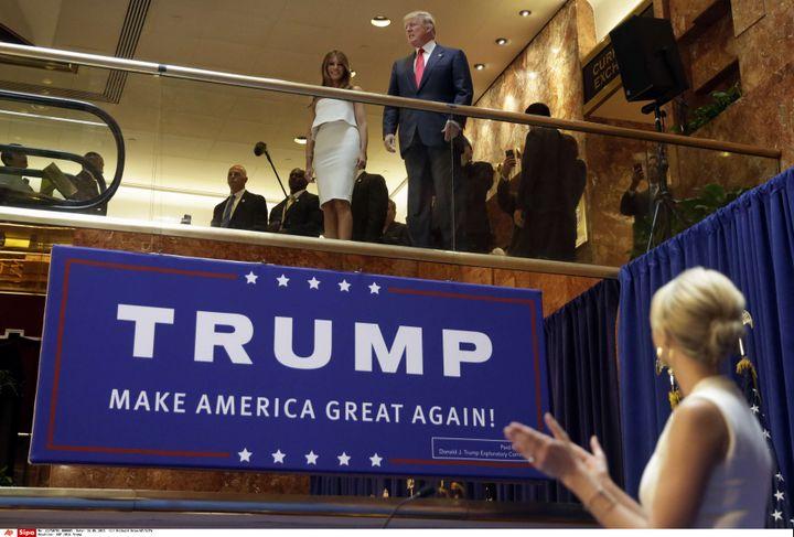 Ivanka Trump, fille de Donald Trump, présente son père et sa belle-mère Melania, à la Trump Tower lors de l'annonce de candidature du milliardaire à la primaire républicaine, le 16 juin 2015. (RICHARD DREW / AP / SIPA / AP)