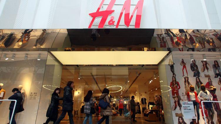 Un magasin H&M à Shanghai (Chine), le 30 janvier 2012. (WENG LEI / IMAGINECHINA / AFP)