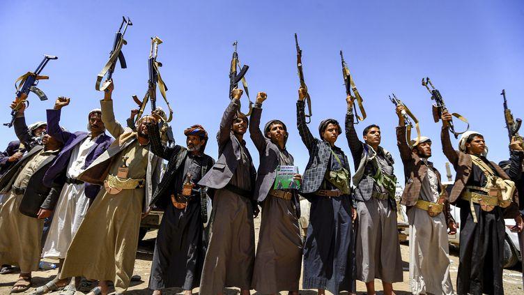 Des rebelles huthis à Sanaa, la capitale yéménite, le 21 septembre 2019 (MOHAMMED HUWAIS / AFP)