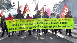 Des manifestants défilent à Nantes (Loire-Atlantique), le 16 novembre 2017. (LOIC VENANCE / AFP)