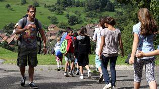 Un animateur de colonies de vacances à Stosswihr (Haut-Rhin) (MAXPPP)