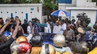 Deux anciens présidents du Bénin, Thomas Boni Yayi et Nicephore Soglo, mobilisent les citoyens le 19 avril 2019 à Cotonou contre la tenue des législatives. (YANICK FOLLY / AFP)