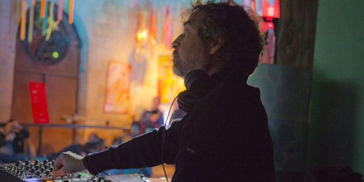 """Jean-Yves Leloup, journaliste et dj, est commissaire de l'exposition """"Electro de Kraftwerk à Daft Punk"""" à la Philharmonie de Paris.  (Lou Chaussalet)"""