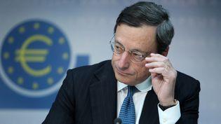 Le président de la BCE, Mario Draghi, lors de la réunion de la BCE à Francfort (Allemagne), le 2 août 2012. (DANIEL ROLAND / AFP)
