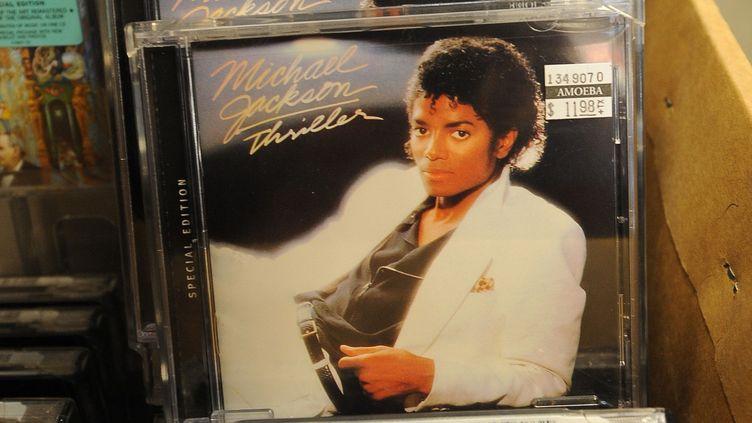 """La pochette de l'album """"Thriller"""" de Michael Jackson (1982)  (ROBYN BECK / AFP)"""