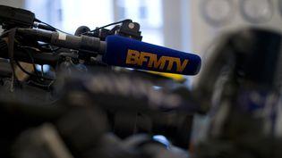 Une caméra de BFMTV à Paris, le 14 septembre 2014. (KENZO TRIBOUILLARD / AFP)