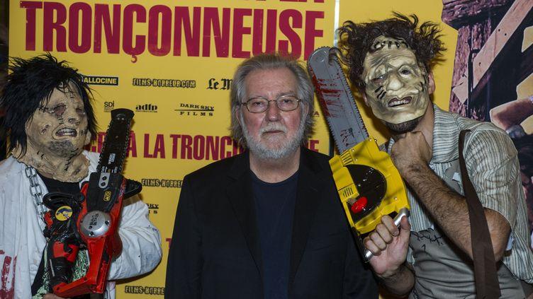 """Le réalisateur Tobe Hooper lors de la rediffusion de son film culte """"Massacre à la tronçonneuse"""" au Grand Rex, à Paris, le 23 septembre 2014. (ZIHNIOGLU KAMIL / SIPA)"""