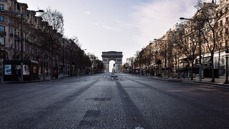 La chute du trafic automobile a permis d'améliorer la qualité de l'air en région parisienne, selon les données d'Airparif. (PHILIPPE LABROSSE / HANS LUCAS / AFP)