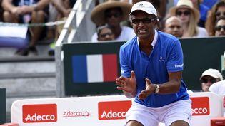 Yannick Noah, au stade Vélodrome deBaie-Mahault (Guadeloupe), le 5 mars 2016. (MIGUEL MEDINA / AFP)