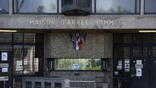 La maison d'arrêt de Fleury-Mérogis (Essonne), le 7 avril 2017. Le personnel de la prison se mobilise après une agression pour demander une hausse des effectifs. (BERTRAND GUAY / AFP)