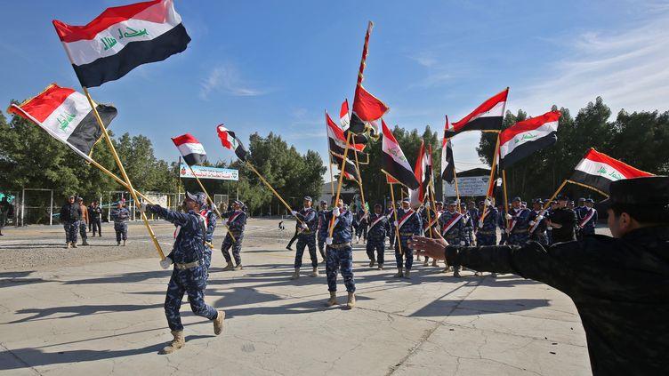 Des policiers irakiens lors d'une parade à Bagdad (Irak), le 10 janvier 2019. (AHMAD AL-RUBAYE / AFP)
