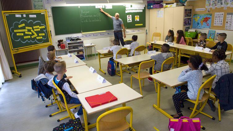 Illustration : une classe de primaire de Clermont-Ferrand, à la rentrée 2017. (THIERRY ZOCCOLAN / AFP)