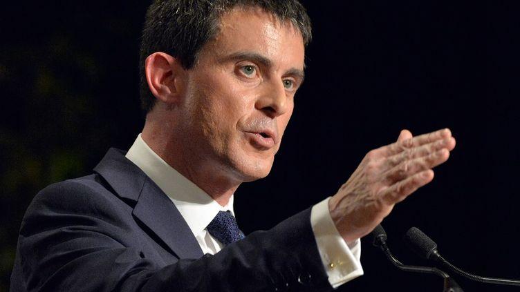 Le Premier ministre, Manuel Valls, lors d'un meeting à Betton (Ille-et-Vilaine) pour la campagne des départementales, le 27 février 2015. (GEORGES GOBET / AFP)