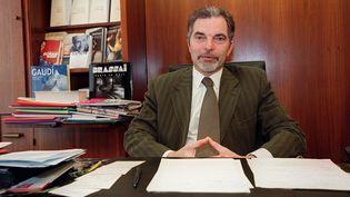 Charles-Henri Flammmarion le 23 mai 2001 dans son bureau (PIERRE-FRANCK COLOMBIER / AFP)