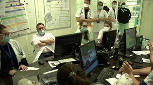 Vaccination : des soignants encore sceptiques à Saint-Denis (France 2)