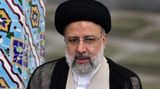 Ebrahim Raïssi donne une conférence de presse après avoir voté à l'élection présidentielle iranienne, le 18 juin 2021 à Téhéran. (ATTA KENARE / AFP)