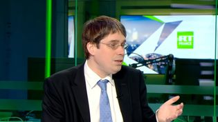 Capture d'écran de la vidéo d'une interview de Benoît Quennedey,sur le plateau de la chaîne RT France, au sujet de la Corée du Nord. La séquence a été diffusée le 31 mai 2018 sur YouTube. (RT FRANCE / YOUTUBE)