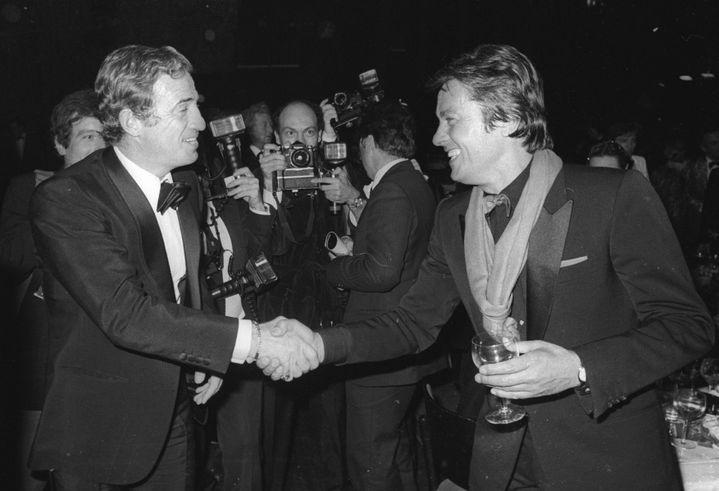 Jean-Paul Belmondo et Alain Delon lors d'une soiree parisienne à la fin des années 1980. (FRANCIS APESTEGUY / FRENCH SELECT)