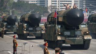 Des missiles exhibés lors d'une marche militaire à Pyongyang (Corée du Nord), le 15 avril 2017. (ED JONES / AFP)