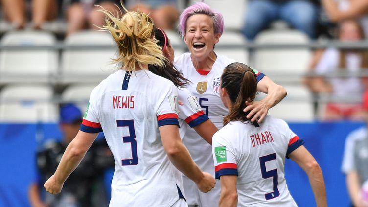 Megan Rapinoe et ses coéquipières de l'équipe des Etats-Unis lors de leur 8e de finale de la Coupe du monde, à Reims le 24 juin 2019. (MIRKO KAPPES / FOTO2PRESS)
