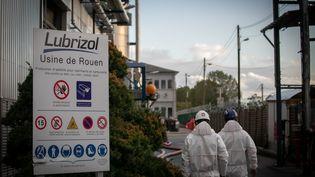 L'entrée de l'usine Lubrizol de Rouen, le 27 septembre 2019. (LOU BENOIST / AFP)