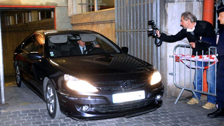 L'ancien patron du FMI, Dominique Strauss-Kahn, quitte le palais de justice de Lille (Nord), le 26 mars 2012. (FRANCOIS LO PRESTI / AFP)