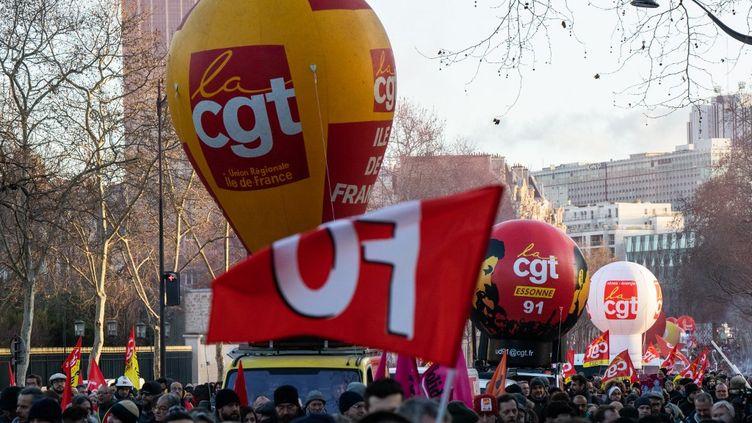 Les opposants à la réforme des retraites manifestent à Paris, le 29 janvier 2020. (JEROME GILLES / NURPHOTO / AFP)