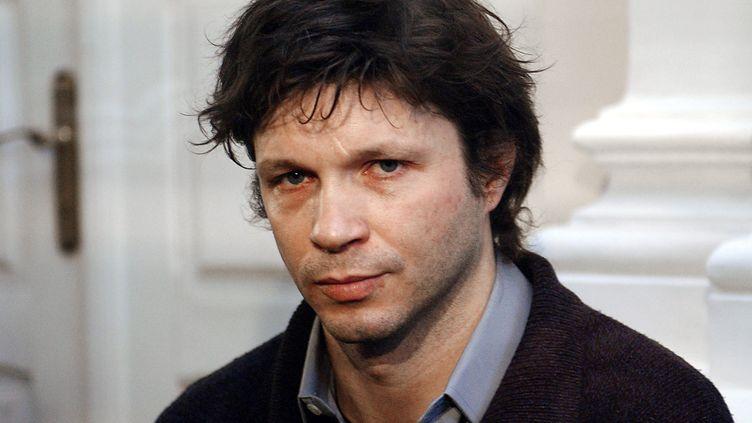 Bertrand Cantat, lors de l'ouverture de son procès à Vilnius (Lituanie), le 16 mars 2004. (ERIC FEFERBERG / AFP)