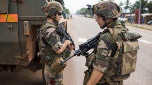 Des soldats français patrouillent à Bangui, en Centrafrique, le 13 décembre 2013. (FRED DUFOUR / AFP)