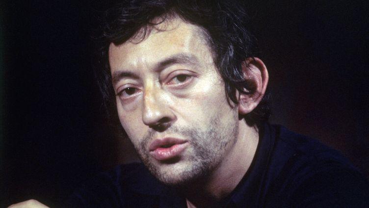 """Serge Gainsbourg à l'émission """"L'invité du dimanche"""", le 23 novembre 1969 (BERNARD ALLEMANE / INA)"""