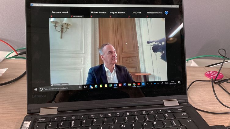 Hervé Le Tellier lauréat du prix Goncourt 2020 en direct sur la plateforme Zoom pour répondre aux questions des journalistes, le 30 novembre2020 (Laurence Houot / franceinfo Culture)