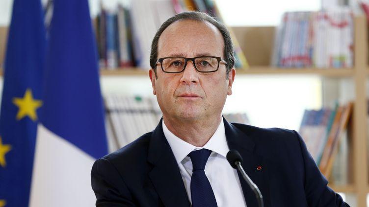 Le président François Hollande, lors d'undéplacement à Clichy-sous-Bois (Seine-Saint-Denis) le 2 septembre 2014. (ETIENNE LAURENT / AFP)