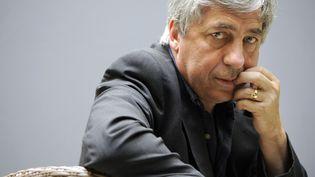 L'écrivain et journaliste Sorj Chalandon, le 29 juillet 2009 à Paris. (BERTRAND GUAY / AFP)