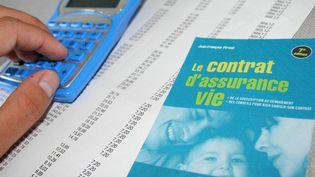 Contrat d'assurance-vie (illustration). (JEAN FRANCOIS FREY / MAXPPP)