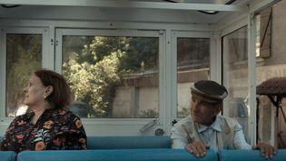 """Les grands-parents de la réalisatrice Lina Soualem, Aïcha et Mabrouk,dans le documentaire """"Leur Algérie"""" qu'elle leur consacre. Sortie dans les salles françaises : 13 octobre 2021.  (JHR FILMS)"""