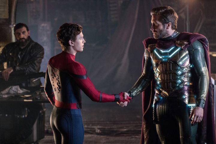 "Tom Holland et Jake Gyllenhaal dans ""Spider-Man: Far From Home"" de John Watts (Copyright Sony Pictures)"