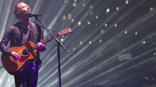 Thom Yorke de Radiohead sur la scène du Festival de Coachella le 15 avril 2017  (VALERIE MACON / AFP)