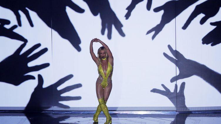 Britney Spears sur la scène desMTV Video Music Awards, à New York (Etats-Unis), le 28 août 2016. (LUCAS JACKSON / REUTERS)