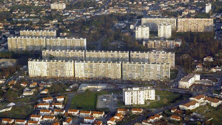 La sexagénaire vit seule dans le quartier du Grand Parc, à Bordeaux (pris ici en photo en 2004). (DERRICK CEYRAC / AFP)
