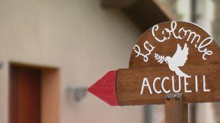 Devant une des maisons d'accueil de malades du sida. (France 2)