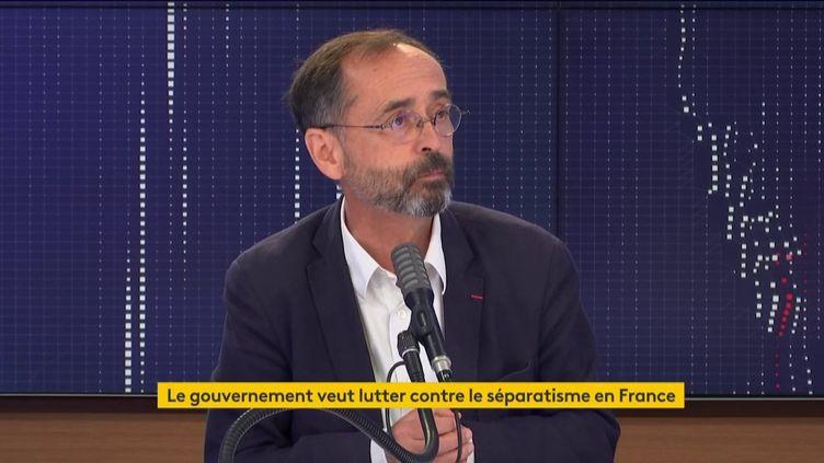 """Robert Ménard, maire de Béziers, était l'invité du """"8h30 franceinfo"""" le 9 septembre 2020. (FRANCEINFO / RADIOFRANCE)"""