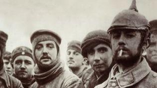 """Le 24 décembre 1914, """"Douce nuit"""" est chantée en cœur, dans les tranchées dele Première Guerre mondiale. (CAPTURE D'ÉCRAN FRANCE 3)"""