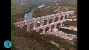Le pont du Gard vu du ciel en 1974 (INA)