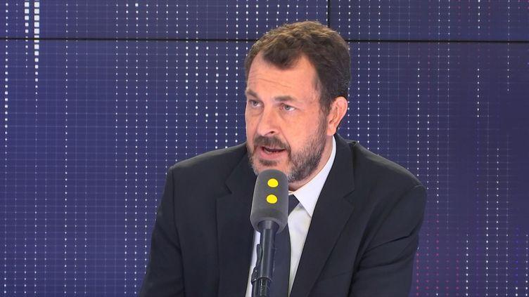 Le directeur des sports à France Télévisions, Laurent-Eric Le Lay, souhaite que tous les Français puissent regarder les JO gratuitement. (FRANCEINFO / RADIOFRANCE)