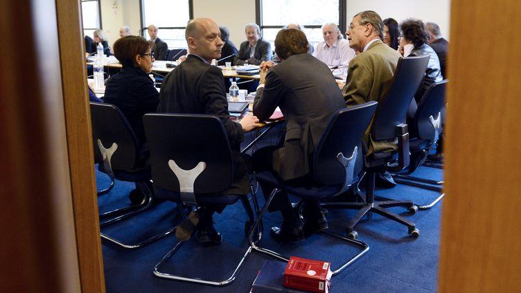 Les représentants des syndicats et du patronat sont réunis à Paris le 11 janvier 2013 pour négocier une réforme du marché du travail. (BERTRAND GUAY / AFP)