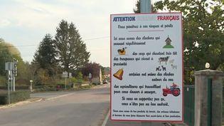 Un panneau installé àPargny-la-Dhuys (Aisne) pour défendre les bruits de la campagne. (france 3)